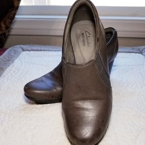 CLARKS leather gray closed heeled shoe
